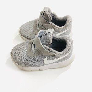 Nike Gray & White Shoes | SZ 5C